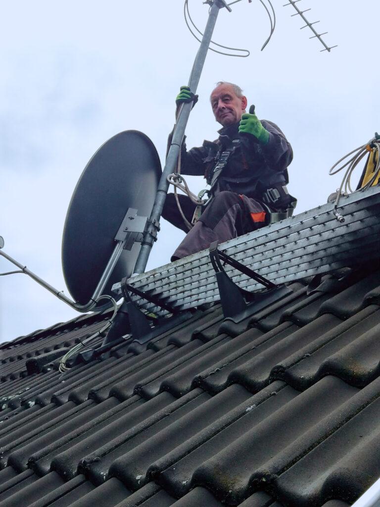 Antennentechnik wie Sat-Installation & Ausrichten von Satellitenschüsseln.